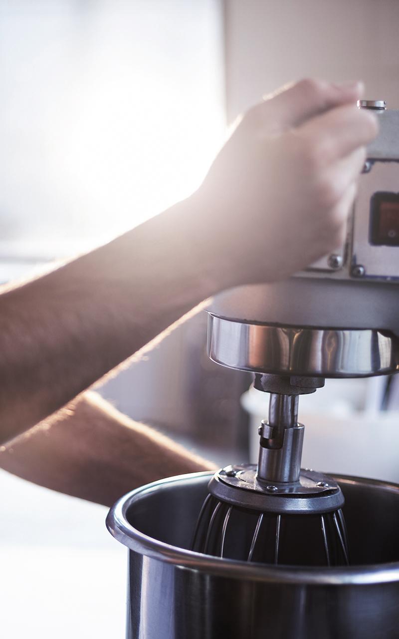 Weisser Großküchentechnik Nahaufnahme Rührer Bäckerei