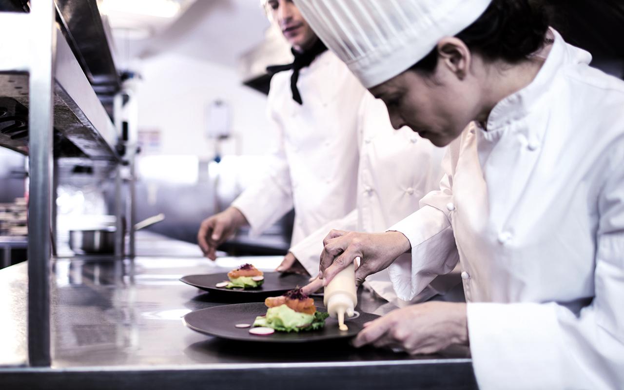 Weisser Großküchentechnik Essenszubereitung Hotel